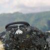 Szara bransoletka z niedźwiedziem